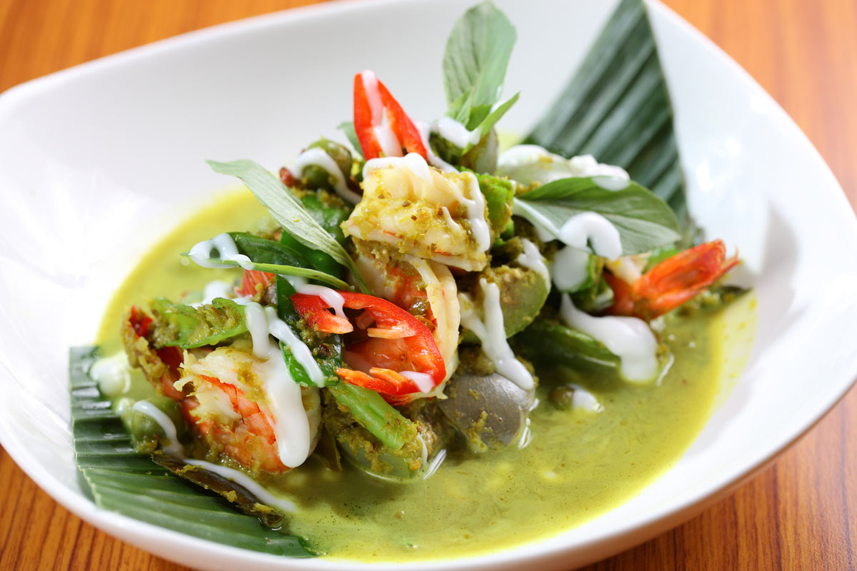 Lotus_Green-curry-of-tiger-prawns-with-apple-eggplant-and-holy-basil-sized