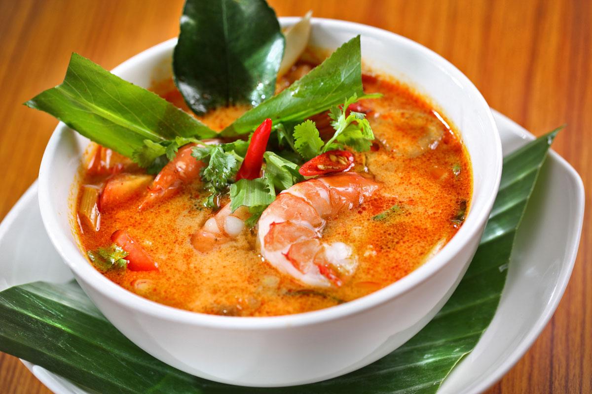 Lotu_Tom-yum-tiger-prawn-soup-with-lemongrass,-galangal-and-lime-leaf-LOTUS
